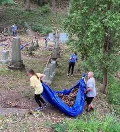 volunteers hauling leaves